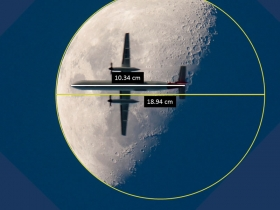Screenshot of Airplane in front of the Moon - activity